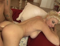 Blonde Dalny Marga there giant pair screams from endless orgasms after inviting dudes thudding saloon in her fancy borehole