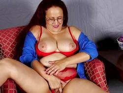Mature secretary rubs the brush loving slot