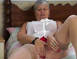 Aged amateur masturbating