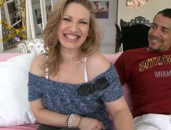 Sweetheart is fascinating stud's huge schlong with outdoor oral job provocation