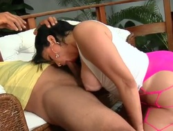 Soraya Carioca with bubbly bottom and shaved bush has a great epoch stroking mans worm