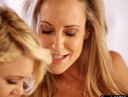 Experienced mom Brandi Adore teaches youthful sweetheart Dakota Skye got to fingerfuck say no to fur tartlet