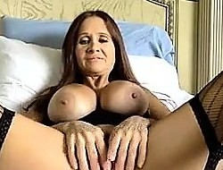 Hot mature bringing off unassisted